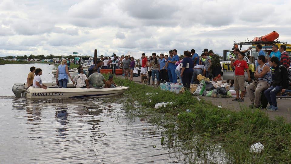 Todas las personas se fueron a terrenos más altos, a donde el río todavía no llegó. Foto: LA NACION / Fernando Font