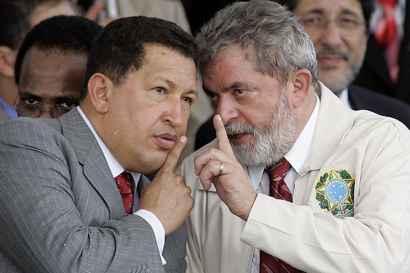 El 16 de diciembre de 2005 junto al entonces presidente de Brasil, Lula da Silva. Foto: AP
