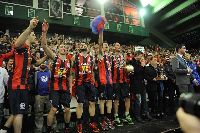 El festejo de San Lorenzo tras el título
