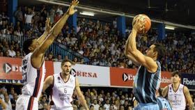 Regatas descontó de local y quedó 1-2 en la serie final contra San Lorenzo