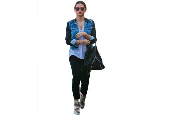 Jenna Dewan las usa doradas y con jean.