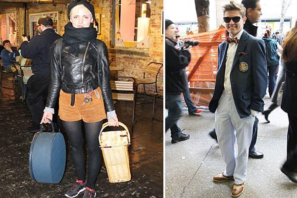 Campera rocker negra con anteojos Lennon y short color mostaza. El detalle vintage se lo da la canasta de mimbre y el guardasombrero. El, muy formal, le suma onda al look con el moño y los zapatos bicolor.