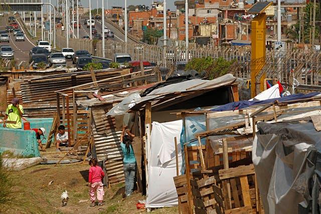 El número de nuevos pobres que dejó entrever para los tres primeros meses de la nueva gestión fue de 1.400.000 personas que, en gran parte, salieron de la clase media para ingresar al mundo de la pobreza.
