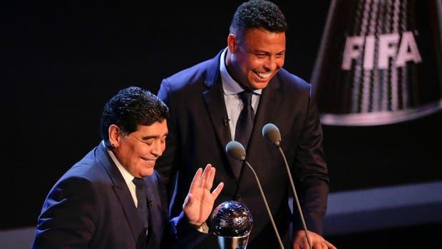Diedo Maradona y Ronaldo en la gala de los Premios The Best que se entregan en Londres