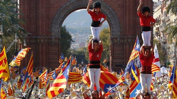 Miles de banderas independentistas flamearon el año pasado en Barcelona