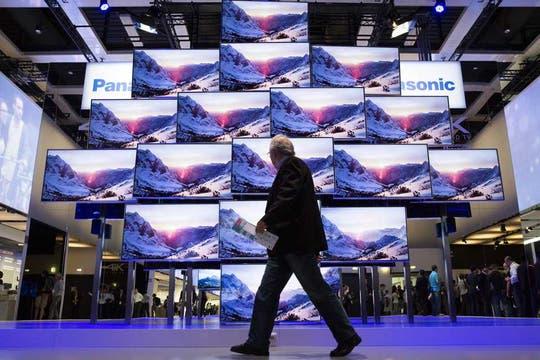 Panasonic presentó su línea de televisores 4K de diversos tamaños, con una apuesta a los modelos mayores a 55 pulgadas. Foto: AP