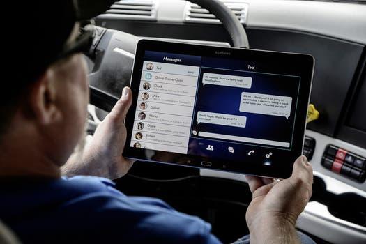 La modalidad de conducción autónoma es parcial, y emitirá una alerta si requiere la intervención humana ante un obstáculo. Foto: Gentileza Daimler
