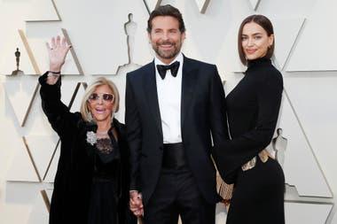 Bradley Cooper posó junto a las dos mujeres más importantes de su vida, su novia Irina Shayk y su mamá