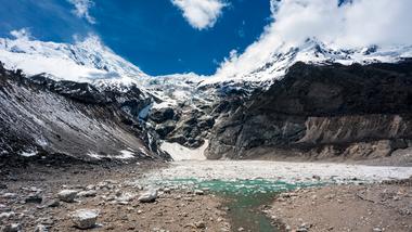 Se estima que cerca de 1.900 millones de personas viven en las cuencas de ríos alimentadas por los glaciares del HKH.
