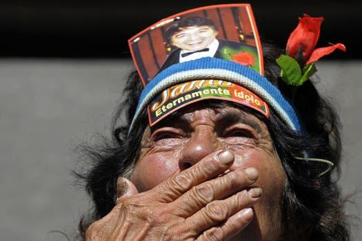 Cientos de fans despiden al cantante en la capilla ardiente del Congreso. Foto: AFP