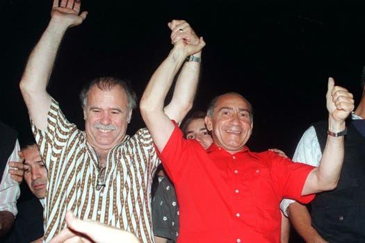 Oviedo junto al ex Presidente Raúl Cubas, durante la campaña del Partido Colorado en 1998. Foto: Archivo