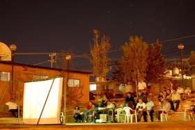 Una proyección al aire libre en el pueblo mexicano Colonia Lucero
