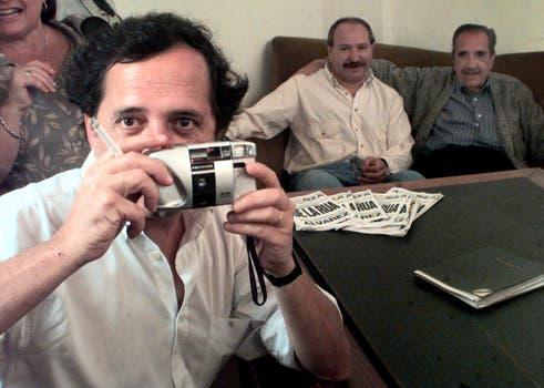 Pasos radicales. Ricardo Alfonsín (iz), diputado nacional, y Raúl, el primer Presidente de la vuelta a la democracia. Foto: Archivo