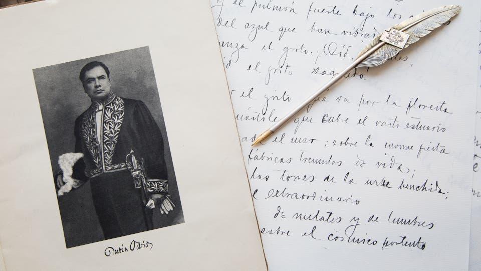 Retrato, pluma y facsímil de una carta manuscrita de Darío Ignacio Sánchez