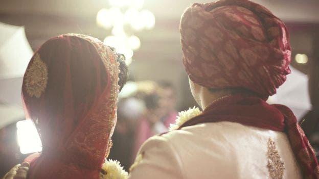 Algunas parejas sienten que no tienen otra opción que vivir con la decisión tomada por sus padres sin haberles consultado