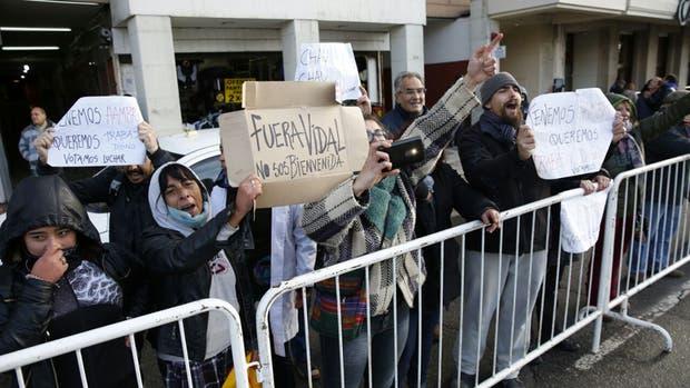 Nueva protesta de un grupo de docentes contra Vidal