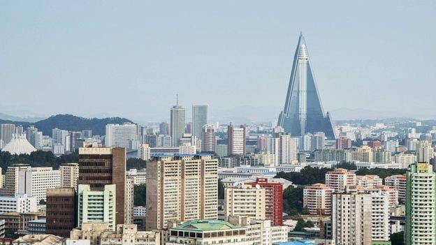 El Hotel Ryugyong sigue dominando los cielos de Pyongyang