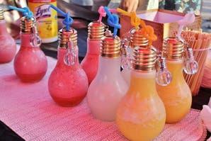 Los frascos ya fueron: ahora los tragos se sirven en lamparitas