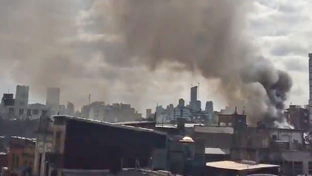 Incendio en un conventillo de La Boca: rescatan a chicos de un comedor vecino
