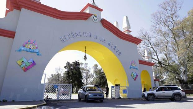 El arco de acceso vehicular al parque de atracciones. Foto: LA NACION / Juan Pablo Soler