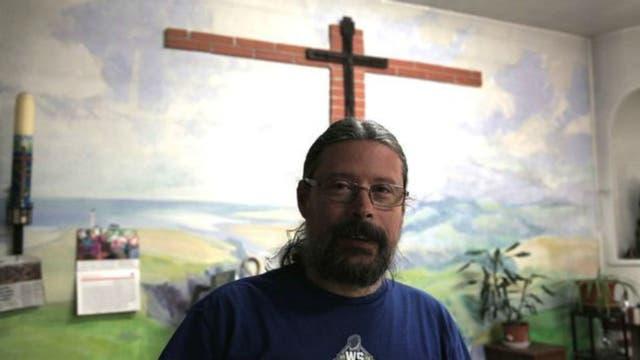 Agustín Rodríguez, aquí en el interior de la iglesia, es el párroco católico de La Cañada