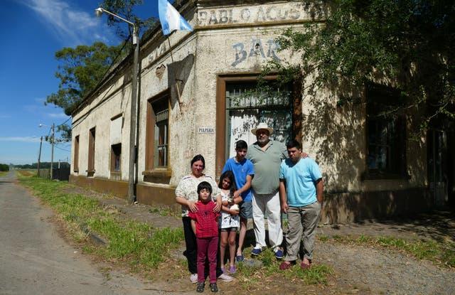Viviana Coluccio, Fabián Vendemila y sus cuatro hijos