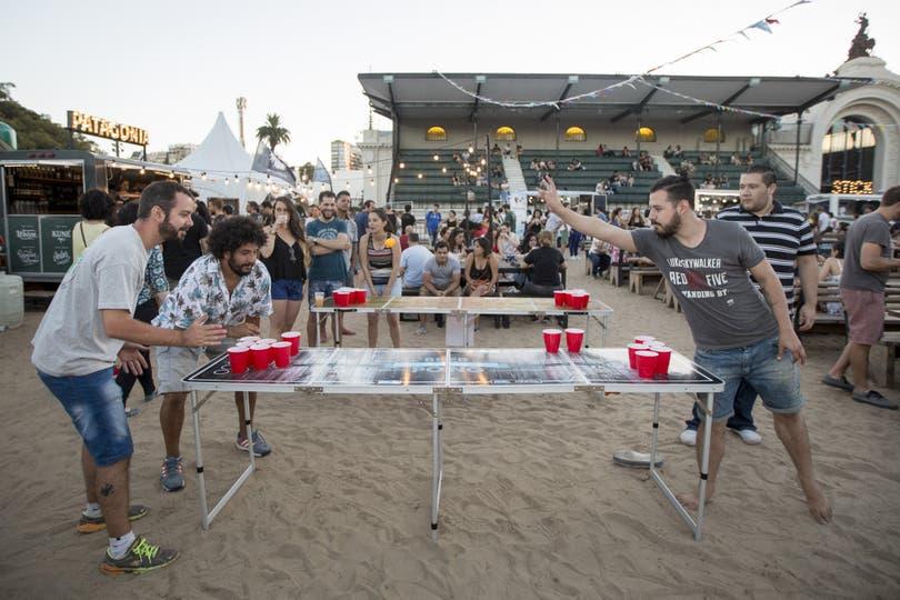 Los jóvenes de entre 20 y 30 años son los que más lo practican; consumen un promedio de 1,5 litros de esa bebida por partido; usan mesas de ping pong y, desde 2015, hacen torneos nacionales