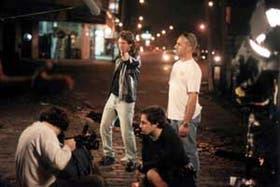 """Adrián Suar, como Federico """"El 22"""" Falcone, en una de las buenas escenas de acción que presenta la tira"""
