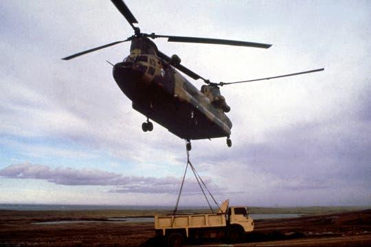 Helicóptero de transporte Chinook de la Fuerza Aérea, en Puerto Argentino. Foto: Gentileza Diego Pérez Andrade