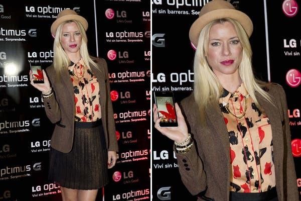 Nicole Neumann en el lanzamiento del celular Optimus G. Trendy y chic, la modelo eligió un blazer marrón, camisa con estampa animal y pollera con tablas. ¿El touch final? bombín a tono. Foto: Gentileza LG