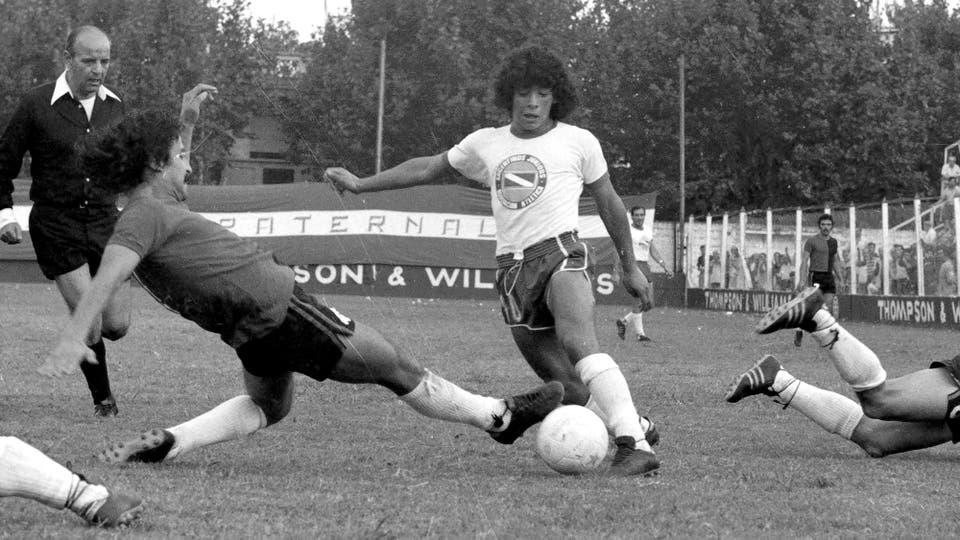 27-3-1977: quinta fecha del Metropolitano; Argentinos le ganó a Newel 3 a 1 con dos goles de Carlos Álvarez y uno de Jorge López. Foto: LA NACION