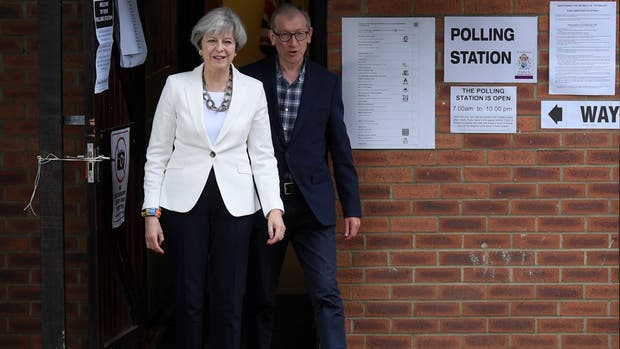 Theresa May renueva su gabinete e incluye a opositor