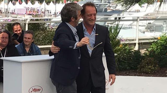 El abrazo. Ricardo Darín y el actor francés Vincent Lindon se halagaron mutuamente