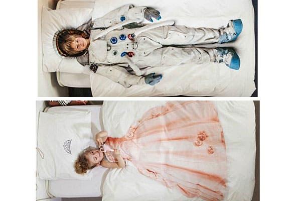 Para los más chicos de la casa, acolchados con estampa de princesa y astronauta. ¡Para jugar antes de ir a dormir!. Foto: Decoesfera.com