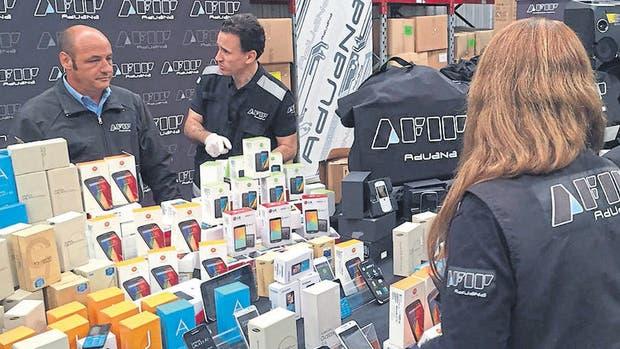 Uno de los decomisos de celulares importados ilegalmente hechos por la AFIP