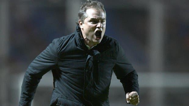 Aguirre grita el gol de Belluschi