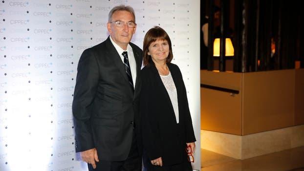La ministra de Seguridad, Patricia Bullrich, junto a su marido. Foto: Fabián Marelli
