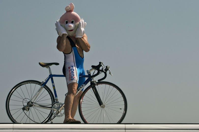 """""""Eso del ciclismo se lo tomaba muy en serio..."""". Foto: Fotos de EFE, AP, AFP y Reuters"""