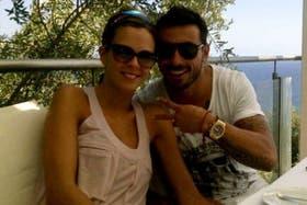 Lavezzi, su novia y el reloj de la discordia