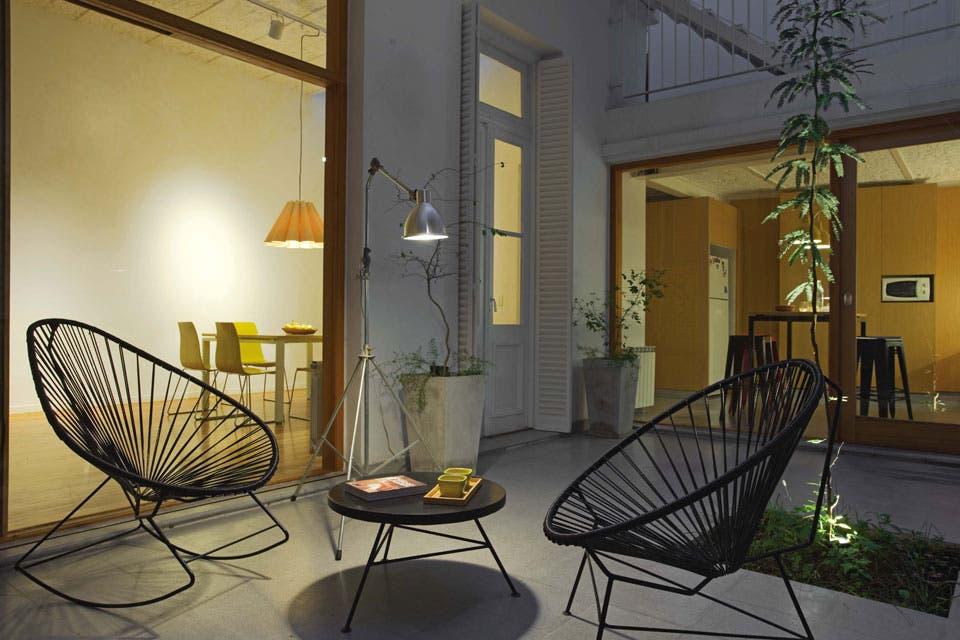 los ventanales abrieron los ambientes al patio que es el alma de la casa