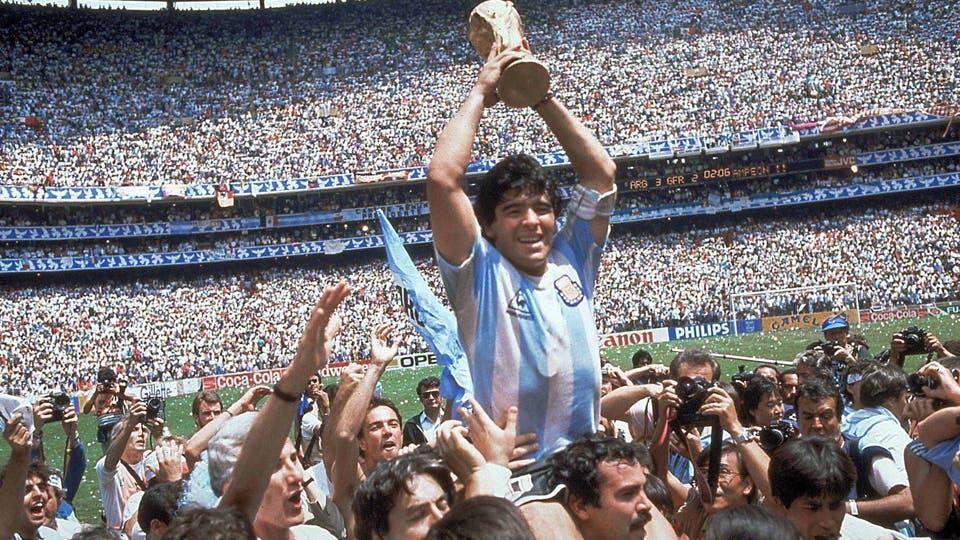 México 86: Maradona, el mejor del mundo, con la Copa; fue el título más festejado por los argentinos