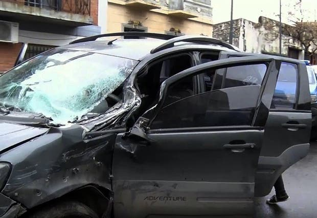La camioneta era conducida por un delincuente al chocar en Parque Patricios