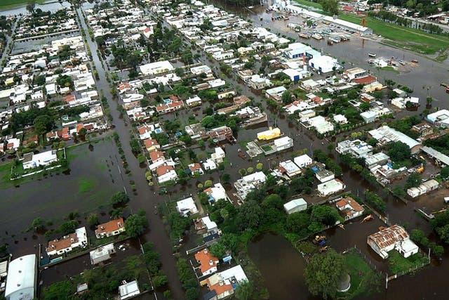 Vista aérea de Idiazábal, pueblo situado a unos 230 kilómetros de Córdoba capital, donde tuvieron que evacuar ayer a todos los pobladores