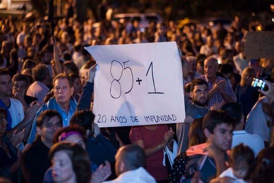 Gran cantidad de gente en el Monumento a la Bandera de Rosario. Foto: LA NACION / Marcelo Manera