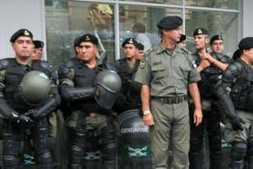Gendarmes y prefectos recibirán una suba salarial