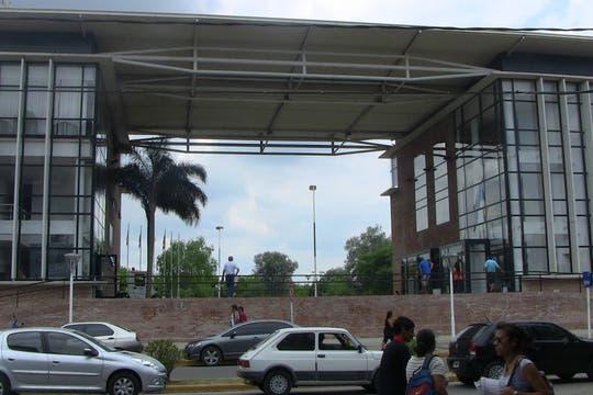 El edificio de la Municipalidad es nuevo y despampanante; en la entrada hay una gran foto enmarcada de Granados y Cristina Kirchner. Foto: LA NACION / Natalia Pecoraro