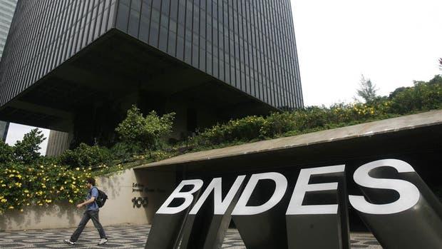 El Banco Nacional de Desarrollo (Bndes) brasileño financió obras públicas en la Argentina