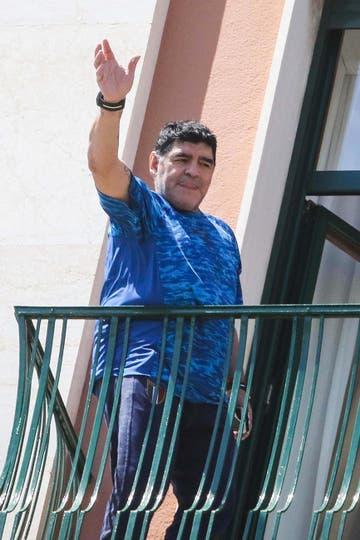 Diego Maradona en su llegada a Nápoles. Foto: AP / Cesare Abbate