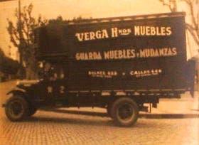 Un antiguo camión de la mudadora