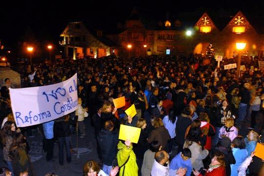 Bariloche. Miles de personas se agruparon en los principales centros demográficos para manifestarte contra el Gobierno. Foto: LA NACION / Alfredo Leiva